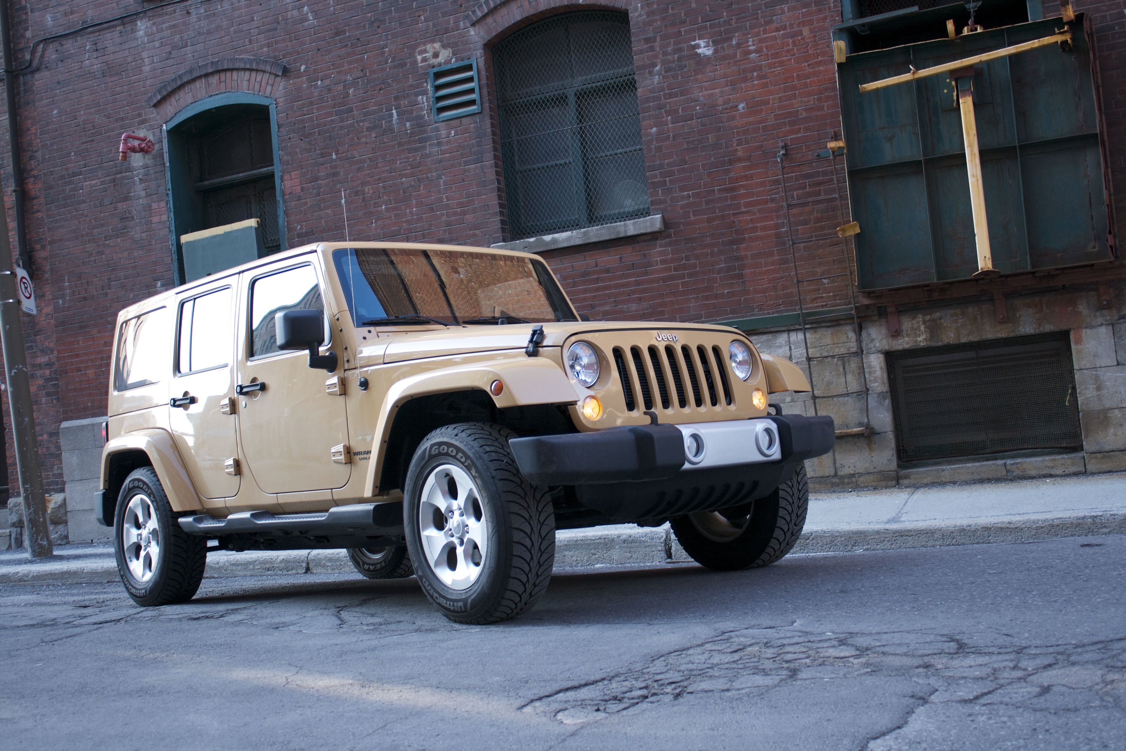 2014 jeep wrangler unlimited sahara 4dr suv 4x4 review trucks and suvs. Black Bedroom Furniture Sets. Home Design Ideas